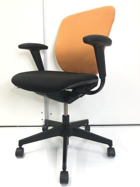 【商品状態に難ありのためお安くしております】座面のウレタンが劣化しており、ボロボロ落ちてきます。また、上下昇降弱いです。座り心地は問題ありませんので、使いつぶすのであればお勧めです。