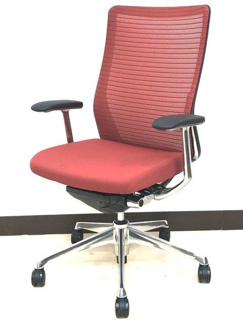 オフィスに調和がテーマ。洗練メッシュで快適着座。ミッドセンチュリー調のコンセプトにも合いそうです。オカムラ コーラル(choral)