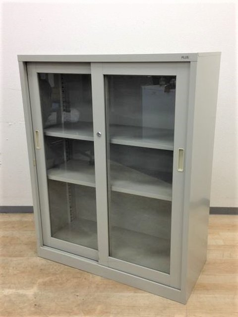 【入荷の珍しいガラスの引き違い書庫】一目で中身が確認できます!