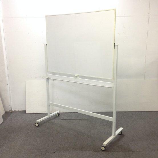 自立式ホワイトボードが入荷!両面仕様!事務所内のコミュニケーションツールにいかがでしょうか