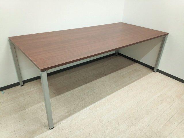 【ブラウン天板の会議テーブル!】かっこいい会議室に!