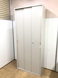 【中央部分も取り出しやすい】3枚の扉の引違い(スライド)書庫【大容量のハイキャビネットタイプ】