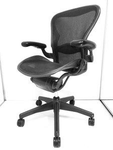 【チェアの王様】【キズがあるため、特別価格にて】最高級のオフィスチェアの座り心地を体感しませんか? ◆Herman Miller製 ◆Aeron ◆Bタイプ ◆昇降機能のみ