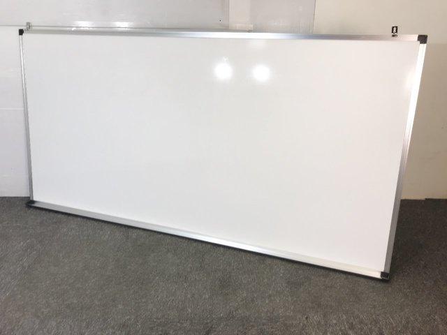 ◆限定1台◆~壁掛けホワイトボード(片面無地)~オフィスアイテムの必需品!壁掛け用ですので固定した場所で使用したい方は是非おすすめ!