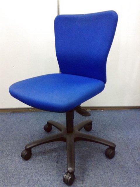 【座り心地抜群!】オカムラ製 カロッツァチェア ブルー色