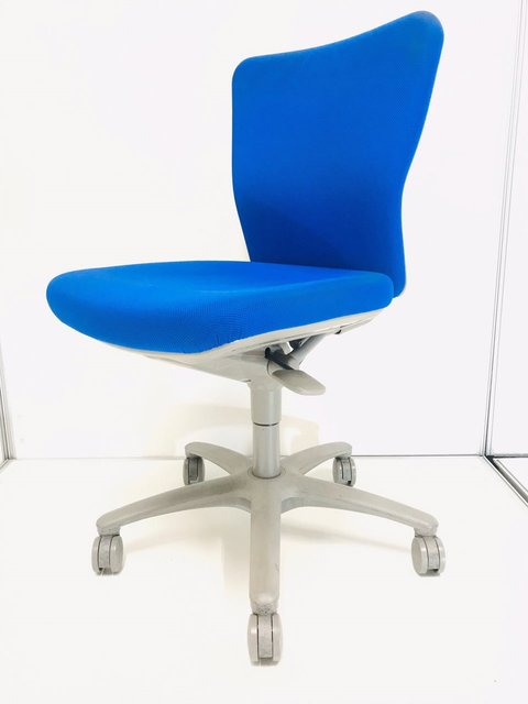 おつとめ品/日焼けのため、特別価格にて 操作しやすく、座りやすい!スタンダードチェア! ◆オカムラ◆カロッツァ