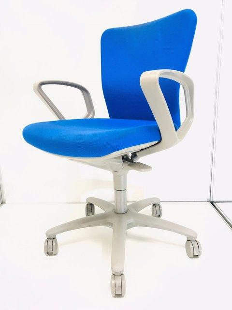 状態良好/定価5万超 シンプルなデザインですっきりとした印象を! ◆オカムラ◆カロッツァ◆デザインアーム