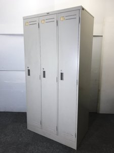 ◆限定1台◆~コクヨ製3人用ロッカー~規格サイズの中では1人1人のスペースが広く非常に使いやすい大きさ!