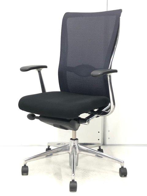 体に合わせて背もたれが「しなる」! 独特な座り心地をお試しください! 高級感溢れるデザイン性!