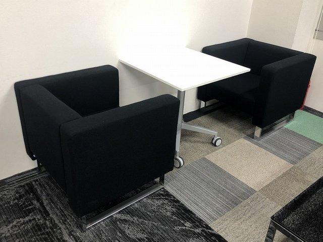 【1セット限り!!】コクヨのViewRiseと応接用の1人用ソファのセットです!!テーブルは上下昇降するので、使い方は自由自在!!