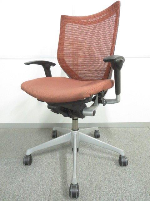 【オフィスシーンに美しく映えるデザイン!】■オカムラ製 バロンチェア 可動肘付 ブラウン