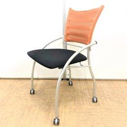 【面談用に最適な2脚セット】ネスティングチェア2脚セット【オレンジカラーがオフィスに映える】