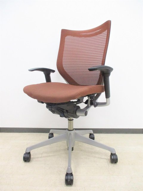 【あらゆるオフィスで映えるデザイン!】オカムラ製 バロンチェア 可動肘付 珍しいブラウン!