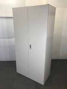 ◆限定2台◆~オカムラ製ワードローブ~中にフックや鏡がついており内部備品も完備されています!