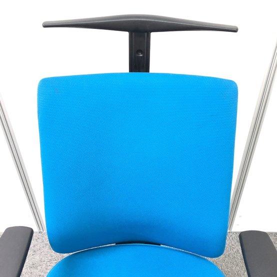 背骨のS時形状を保つポスチャーサポートシートとランバーサポート搭載で肩や腰への負担軽減できます!!                         ウィザード2                                      中古