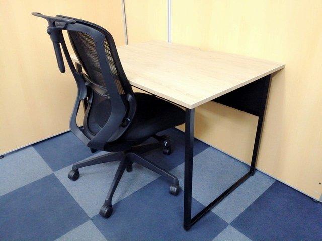 【売れ筋商品セット】人気の木目テーブル×メッシュチェアでお洒落なオフィス