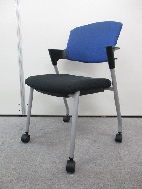 20脚大量入荷!!ふかふかの座面と肘掛けが人気です!!長時間でも快適な座り心地を実現したミーティングチェアです!!