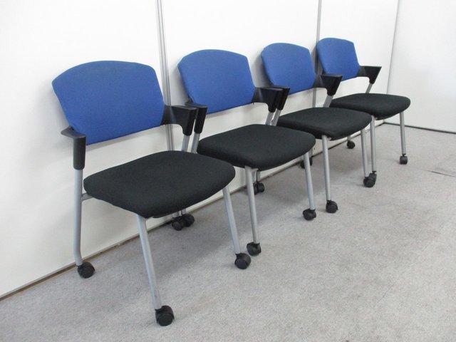 【4脚セット】大量入荷!!ふかふかの座面と肘掛けが人気です!!長時間でも快適な座り心地を実現したミーティングチェアです!!