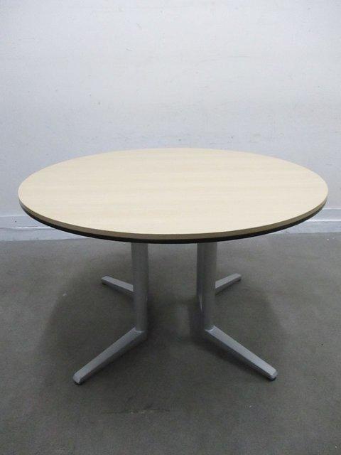 【レア商品!】【新品定価22万!】オカムラ大人気のラティオⅡの丸テーブルが入荷!珍しい商品となります!