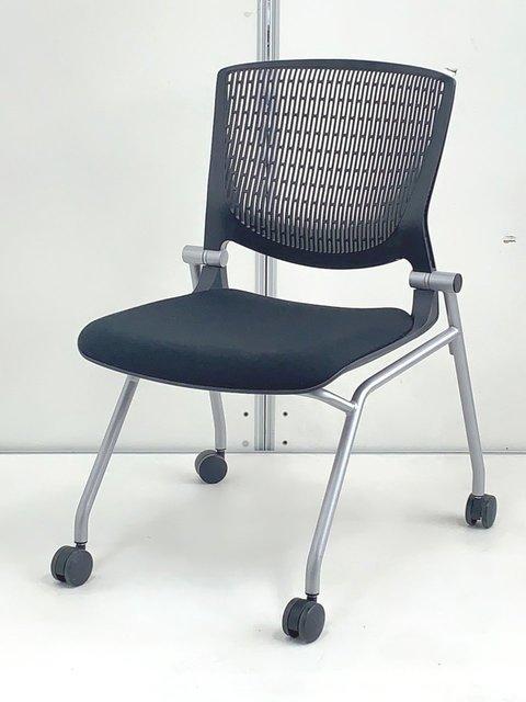 座り心地最高のミーティングチェア入荷!座面がたためるネスティング仕様!