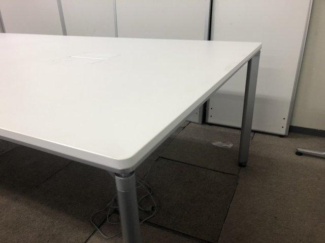【話題のワークテーブル】電源が取れるコンセント付き/執務室用としても/コクヨ/ワークソート/ホワイト                         ワークソート                                      中古