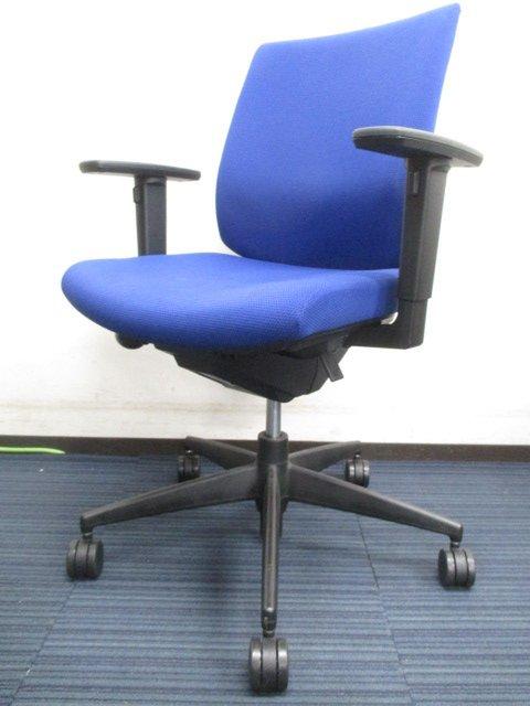 【明るいブルーカラーが大人気!】長時間の着座でも疲れにくい高性能チェアです!