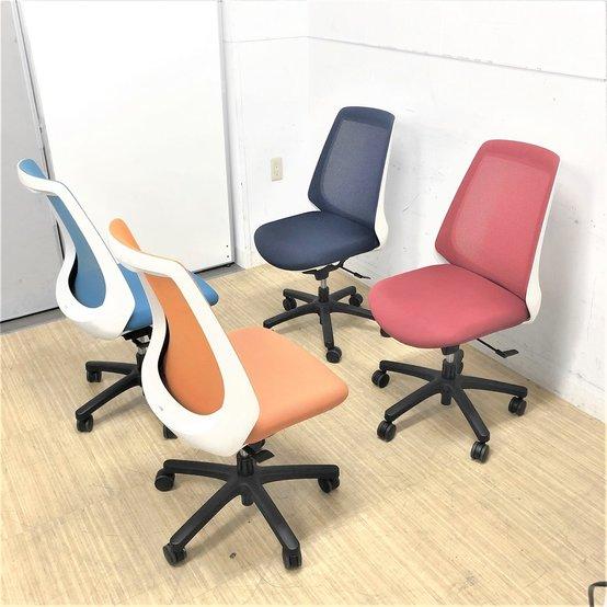 カラフルなオフィス空間 4脚セット イトーキ ノナチェア メッシュ 状態良好です!