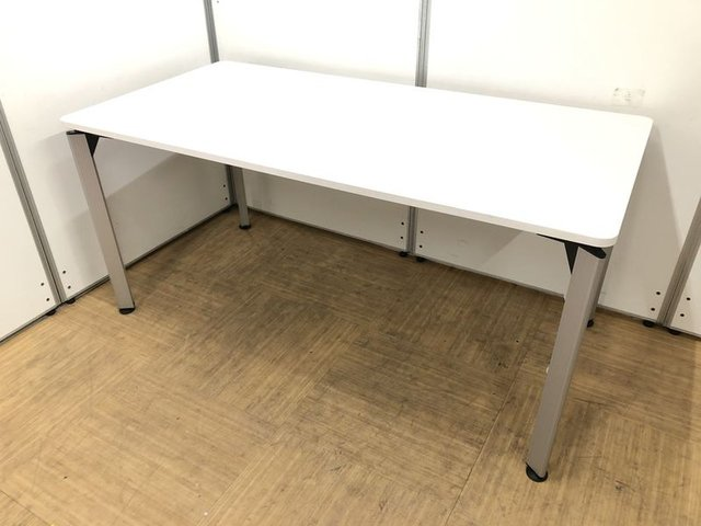 【スタイリッシュで企業イメージアップ】広めの4人用ミーティングテーブル【来客スペースにオススメ】