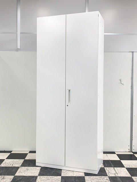 ホワイトのハイキャビネット入荷!コクヨ製 エディアシリーズ 両開き書庫 A4が6段収納可能です!