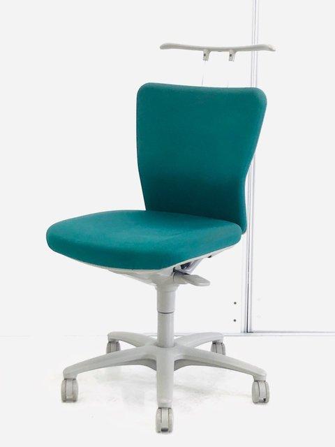 カジュアルな雰囲気と健康を意識した座り心地のチェア!