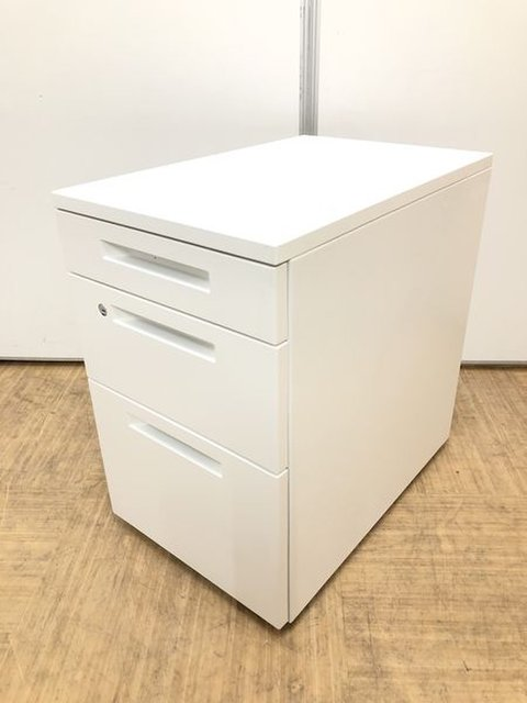 【清潔感のあるホワイトでオフィスを明るく演出します】定番のデスクインワゴン3段タイプ