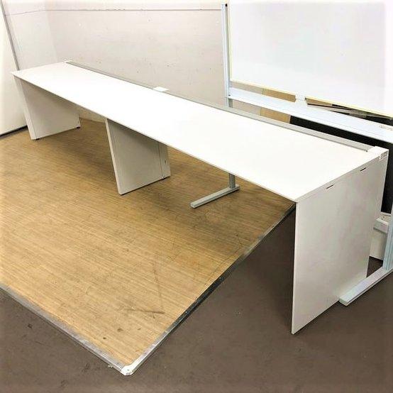 【限定1台】壁面設置でスペースを有効活用!!希少入荷の片面フリアドデスク!!