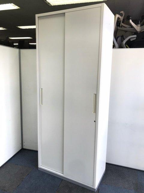 【スペースを有効活用できます】扉は横スライドです!