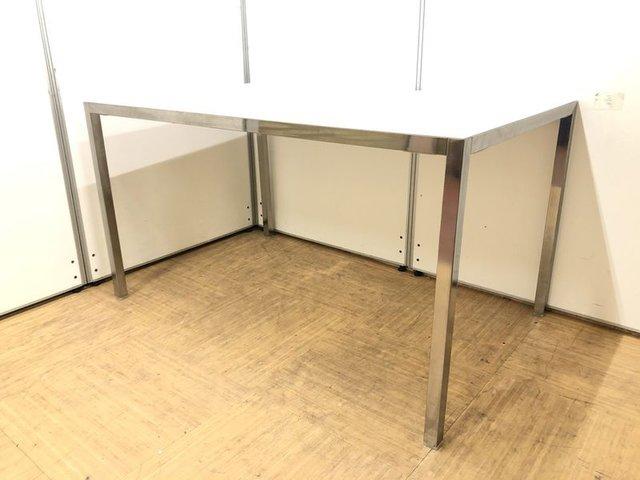 【ご家庭や飲食店にオススメ】ホワイトガラスのオシャレテーブル【4人掛けサイズ】