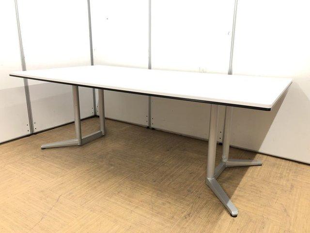 【大人数での会議に対応】スッキリしたデザインのミーティングテーブル【推奨人数8~10名】