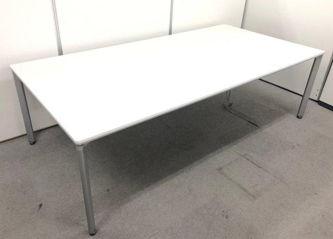 コクヨ製 シンプルデザインのワークテーブル!