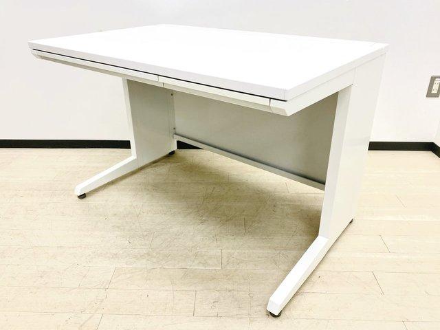 横幅1100サイズの平机!大きめの椅子の収納もできて作業もしやすいです!人気のオカムラ製!!