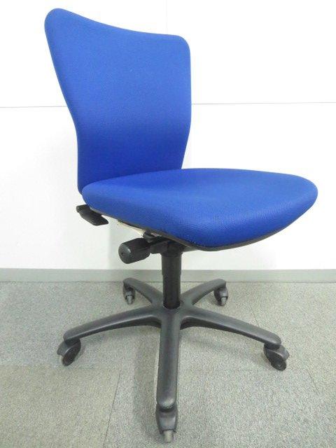 【人間工学に基づいた設計で座りやすい!】■オカムラ製 カロッツアチェア ブルー ■フローリングにやさしいゴムキャスター【おつとめ品】                         カロッツァ                                      中古