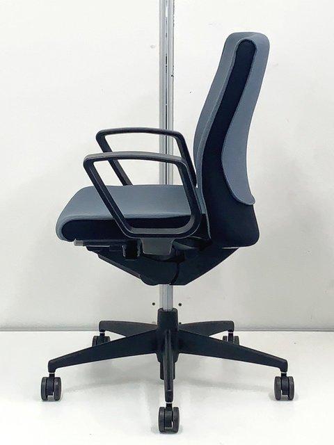 【質の高い生地で包み込まれるような快適な座り心地を貴方に】                         プント                                      中古