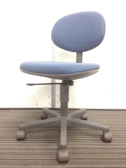 【大量入荷!!】コンパクトな事務椅子!!コストパフォーマンスも最適!!