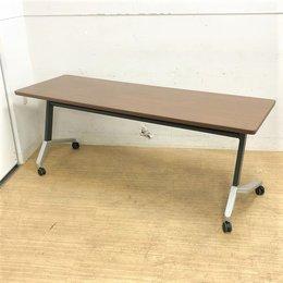 重厚感のある会議テーブル 平行スタック 天板跳ね上げ式 網棚付き コクヨ製