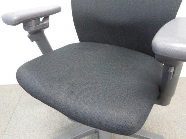 【快適な座り心地が人気!】■コクヨ製 トレンザチェア(TRENZA)可動肘付 ブラック                         トレンザ                                      中古