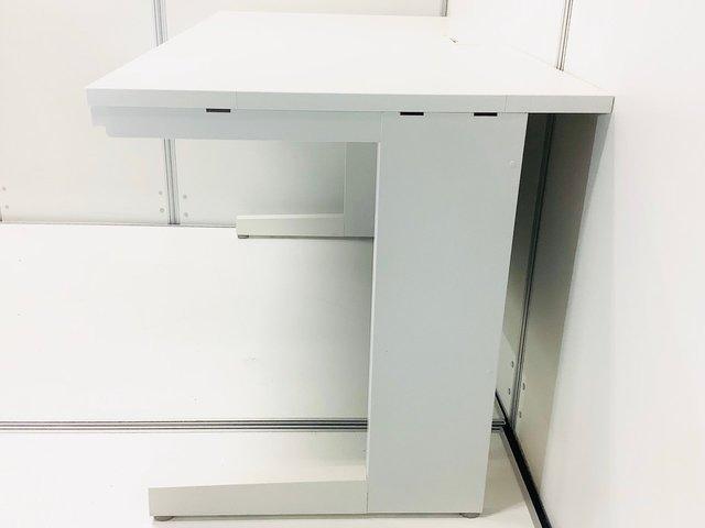 【広々使える幅1400mm!】 ■ホワイトがオフィスに映える! ■スカエナデスクシステム!                         スカエナワゴン                                      中古