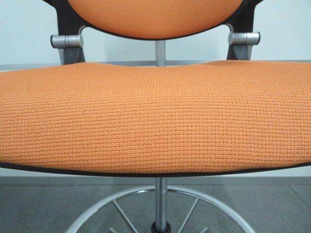 【作業に適したハイチェアタイプ!】■オカムラ製 グラータチェア(Grata)オレンジ【オフィスワークを明るく楽しく!】座面高さ567~767mm                         グラータ                                      中古