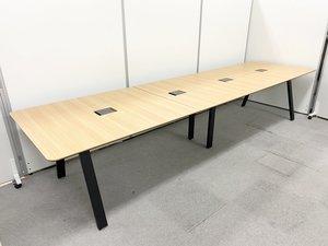 配線対応付きで会議室やフリーアドレスとしてもおすすめ!最大8~10人でご使用いただけます プラス/大型ミーティングテーブル/チーク