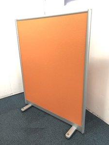 【レアなオレンジカラー自立式パーテーションの入荷です!!】■おつとめ品■商品入れ替え