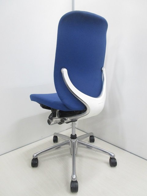 【残り1脚】有機的なデザインが特徴のゼファー                         ゼファー(クッション)                                      中古