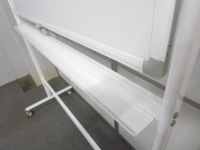 ■脚付ホワイトボード 板面サイズ:W1200×H900mm 両面タイプ キャスター付【中古品】                         脚付ホワイトボード                                     中古