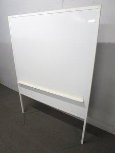 【邪魔にならない安定脚が特徴!】自立ホワイトボード【W1200×H1600】