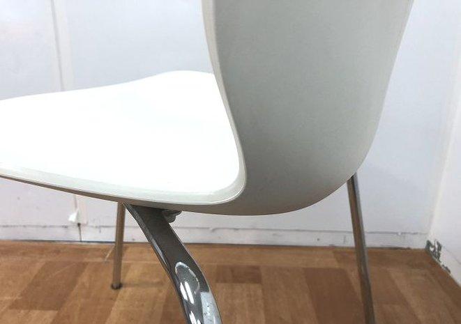 3脚限定!!【ホワイトカラーのスタッキングチェアの入荷です!!】■おつとめ品                         マウイチェア                                      中古